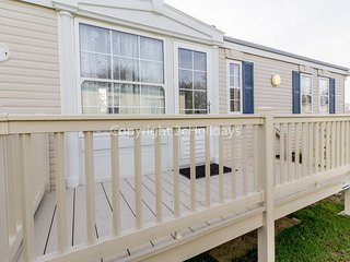 Broadland sands holiday park in Suffolk. 4 berth Caravan for hire ref 20044