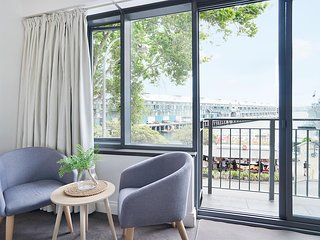 King Size Studio With Water View, Walk To The City