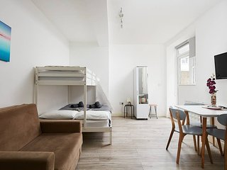 Flat 14 · Family studio with garden in Euston