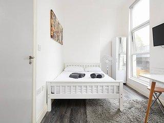 Flat 4 · Double studio apartment next to Euston Station