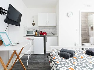 Flat 8 · Double studio 10 minutes from Camden Town