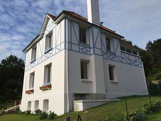 Villa Normande 15 personnes avec jardin paysagé à 100m de la plage