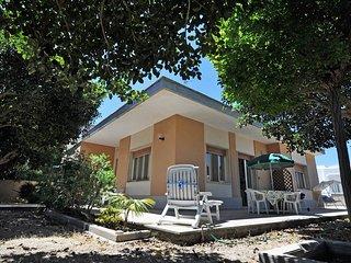 Villa 8 posti letto sul Lungomare di Torre Suda - Villa Flora