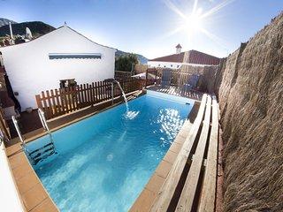 Casa rural con piscina en Hoya de Tunte 1