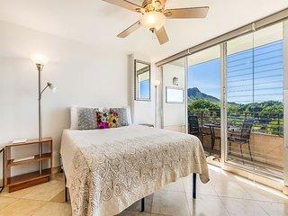Stylish OV Studio w/Kitchenette Ease, Lanai, WiFi, AC+Flat Screen–Waikiki Grand