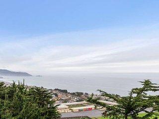Top Coastline Views | San Francisco Airport West | Free Parking | Sleeps 16