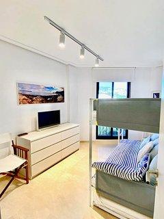 vista general dormitorio invitados y salida a balcón