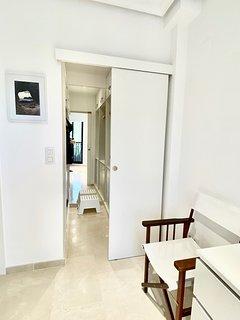 entrada a vestidor en dormitorio invitados
