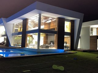 Linda casa com seis suítes em condomínio com infra estrutura completa