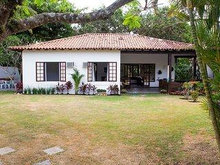 Linda Villa com uma suite e dois quartos, em condominio, em Manguinhos