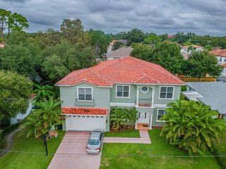 Spectacular Mediterranean style South Tampa Pool home. Sleeps 24 people- 14 Beds