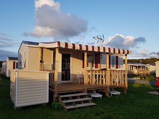 Coulanges Mobile Home Sleeps 6 with Pool and WiFi - 5790668
