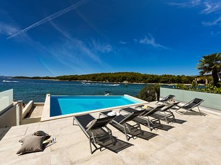 Beautiful Villa Fuxbau, in Dalmatia, with a Pool