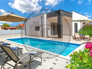 Amazing home in Sikici w/ WiFi, 3 Bedrooms and Outdoor swimming pool (CIR360)