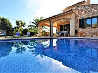 CASA BRISA is a beautiful villa lined with Mallorcan stone and ideal for family