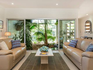Glenelg 2 BR Ground Floor Home with Heated Pool*Spa*Large Theatre room