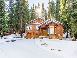 Wooded Luxury at Modern Tahoe Donner Retreat w/ Private Deck in the Pines