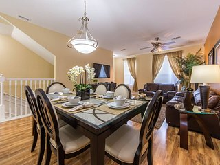 VC TH60 - Luxury Townhome Near Convention Center