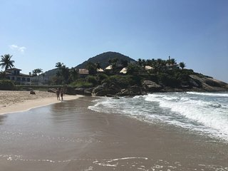 Linda Casa de Campo Localizada na Praia