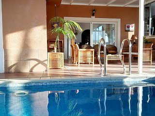VILLA TENERIFE SOUTH  INDOOR HEATED POOL - WIFI- BBQ - POKER TABLE