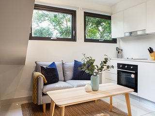 Cosy and Well-lit Loft Five Minutes from Manly
