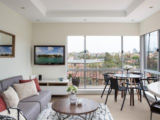 Waterside Mosman Bay Apartment w Stunning Views