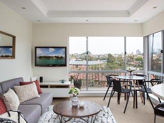 Waterside Mosman Bay Apartment w Stunning Views