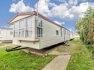 8 berth mobile home at Seawick holiday park in Essex ref 27008S