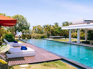 Fabulous Beachfront Villa, 5 BR, Canggu w/ staff