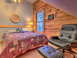 NEW! Cabin w/Hot Tub <20 Mi to Great Smoky Mtn NP!