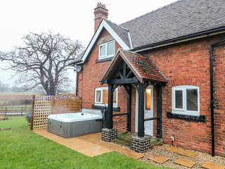 ARDSLEY COTTAGE, WiFi, Enclosed garden, Hollington