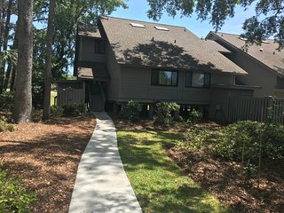 Remodeled Villa on Golf Course Close to Beach