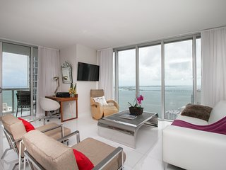 Luxurious 2BR/2BA Apt in Brickell w/ Gorgeous City & Sea View