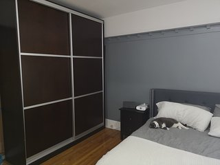Huge Room King Bed in a 3 Bedroom - Amazing Downtown Location