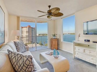 AMAZING 9th Floor Gulf & Bay View! Minutes to Gulf Beaches! NO Resort Fees! Free