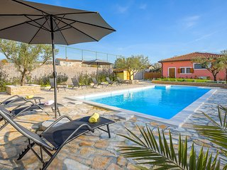 Stunning home in Smoljanci w/ Outdoor swimming pool and 4 Bedrooms (CIC032)