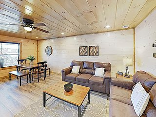 New Listing! Brand-New Mountain Retreat w/ Private Hot Tub - Near Dollywood