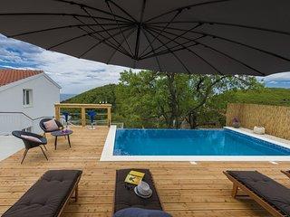 Villa Dundo Pero - Four Bedroom Villa with Swimming Pool