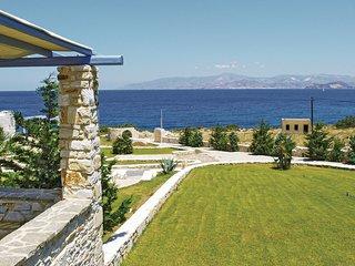 Beautiful home in Ampela, Paros w/ 3 Bedrooms (GKP001)