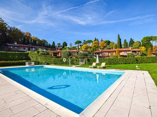 Awesome home in Padenghe sul Garda w/ Outdoor swimming pool and 3 Bedrooms (IVG4