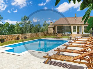 Stunning home in Knin w/ Outdoor swimming pool and 3 Bedrooms (CDJ693)