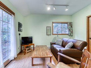 Secluded cottage w/ free WiFi & cable - close to parks and downtown