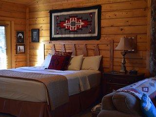 Cozy Sante Fe Rustic Studio Cabin