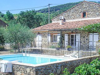 Stunning home in Berlou w/ Outdoor swimming pool and 2 Bedrooms (FLH342)