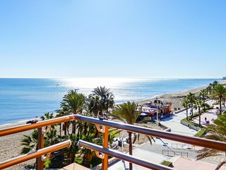 Nice apartment in Malaga w/ 4 Bedrooms (EAS353)