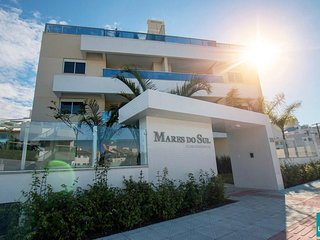 Condominio alto padrao a uma quadra da melhor praia da ilha!