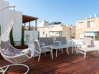 New decoreted 3 rooms Penthouse with a sun terrace