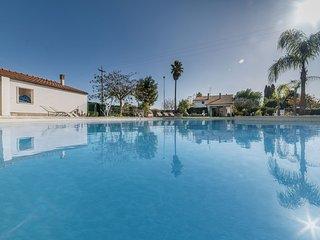Villa con grande piscina privata e 5 camere m550