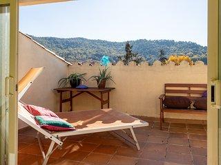 CASA NÚRIA - casa de 3 plantas con piscina pública y solarium cerca de Girona