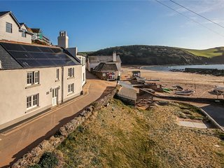 Lovely fisherman's cottage only a few steps away from the beach in South Devon
